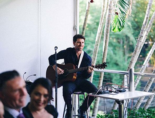 Brisbane Acoustic Singer - Brett - Musicians Entertainers - Wedding Singer
