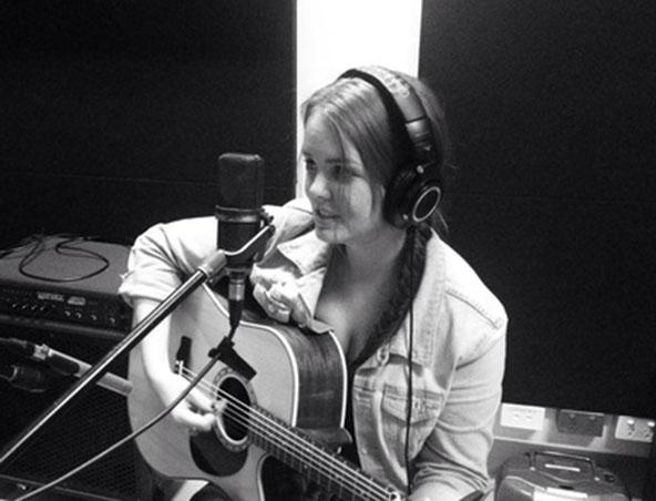 Acoustic Singer Sydney Grace - Musicians Wedding Singers - Entertainer