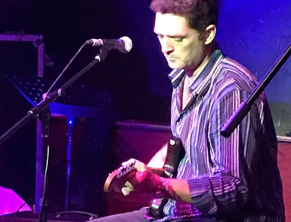Dylan Acoustic Soloist Brisbane - Singers Musicians