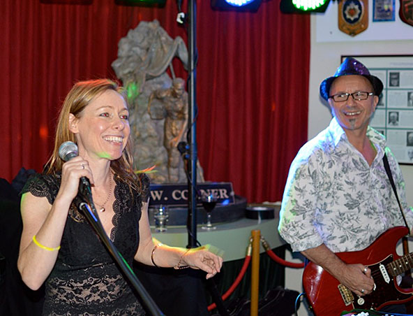 Frank And Aimee Music Duo Melbourne - Acoustic Wedding Singers Entertainers