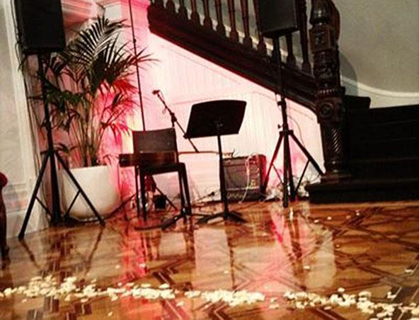 Cam Acoustic Soloist Singer Melbourne - Musicians Entertainers