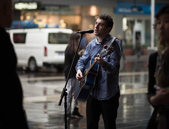 Acoustic Singer Melbourne - Louis - Wedding Bands - Entertainers