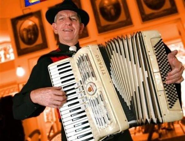 Brisbane Piano Accordion Player A