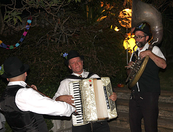 Gypsy Jazz Band Sydney - Musicians - Entertainers - Roving Band