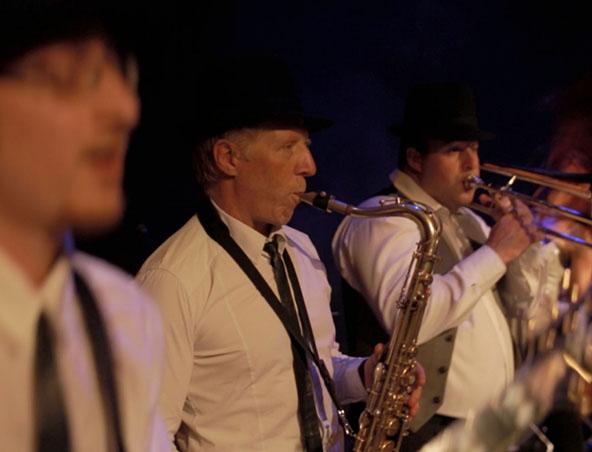 Heatwave Cover Band Melbourne - Singers Musicians Entertainers