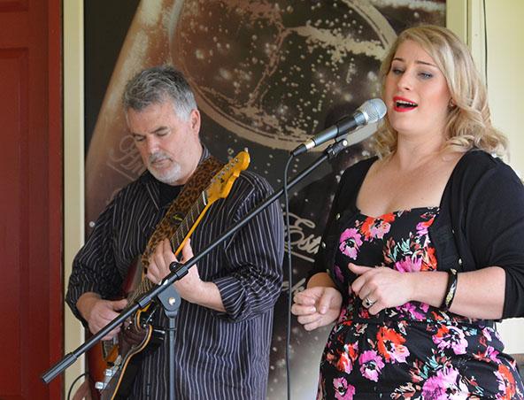Innuendo Music Group - Jazz Bands Adelaide - Singers Weddings