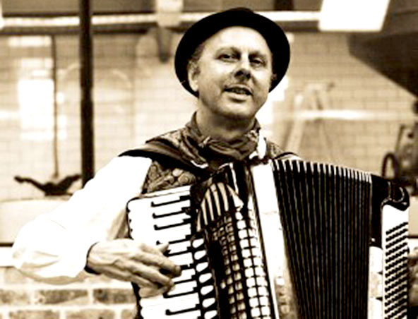 MELBOURNE PIANO ACCORDION PLAYER