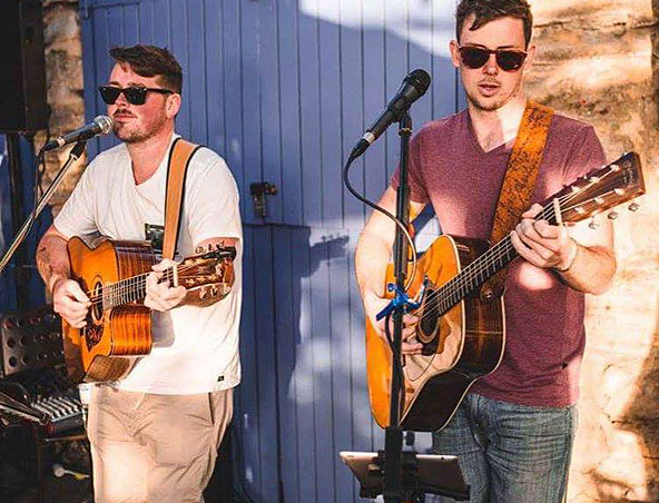 Acoustic Duo Perth - Jesse and Taylor - Musicians Entertainers